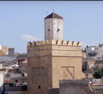 Pourquoi le minaret de la grande mosquée de Safi est dissocié de l'édifice principal ?
