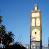 La mosquée Ould el Hamra a été construite au XIXe siècle, face au port. Ses toits à deux pentes récemment recouverts de tuiles vertes font référence aux nefs de la Qaraouiyine à Fès.
