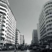 L'avenue des FAR a été percée dans les années 1950 pour relancer la projet de quartier des affaires. Cette nouvelle artère a rapidement pris des allures de City avec ses immeubles de grande taille à la pointe du modernisme.